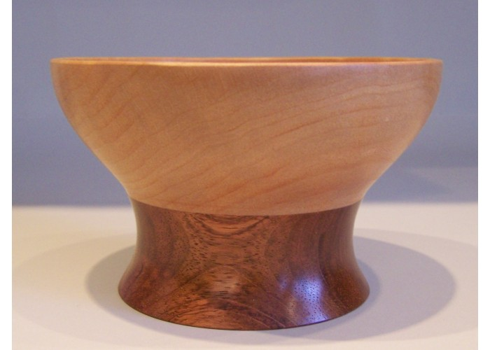 Quilted maple bowl with a mahagony base